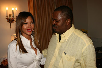 Thisday Newspaper Boss Caught Staring At Beyonce's Exposed Cleavage
