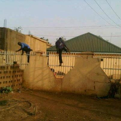 police_dpo_escaping_from_robbers