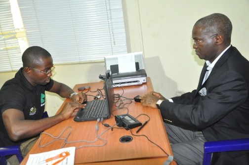 fashola-being-registered-as-a-lagos-state-resident-504x334