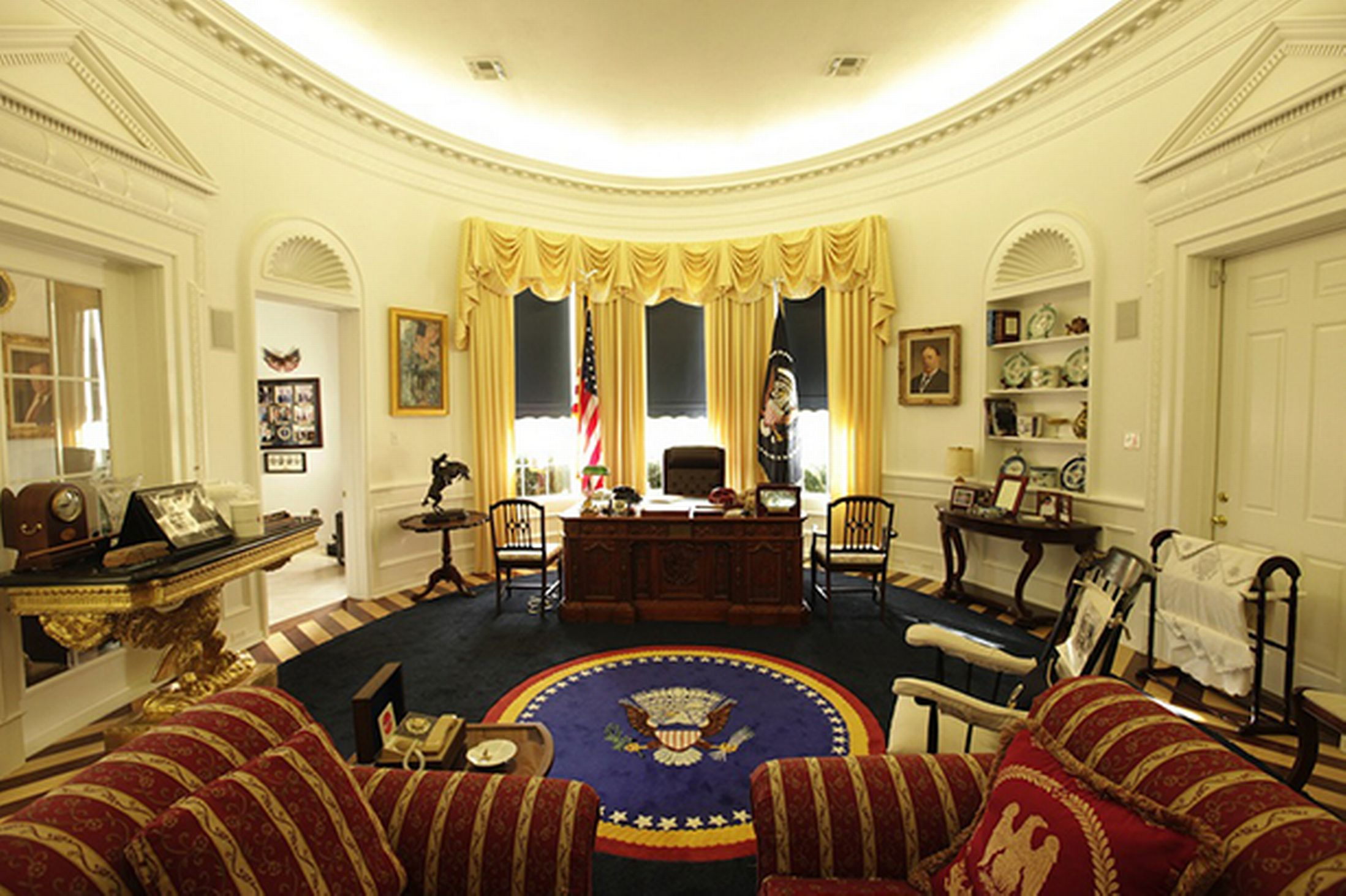PHOTOS US White House Fan Builds 150 000 Replica Of Oval