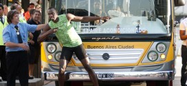 Can the World's Fastest Man Beat a Bus? (PHOTOS, VIDEO)