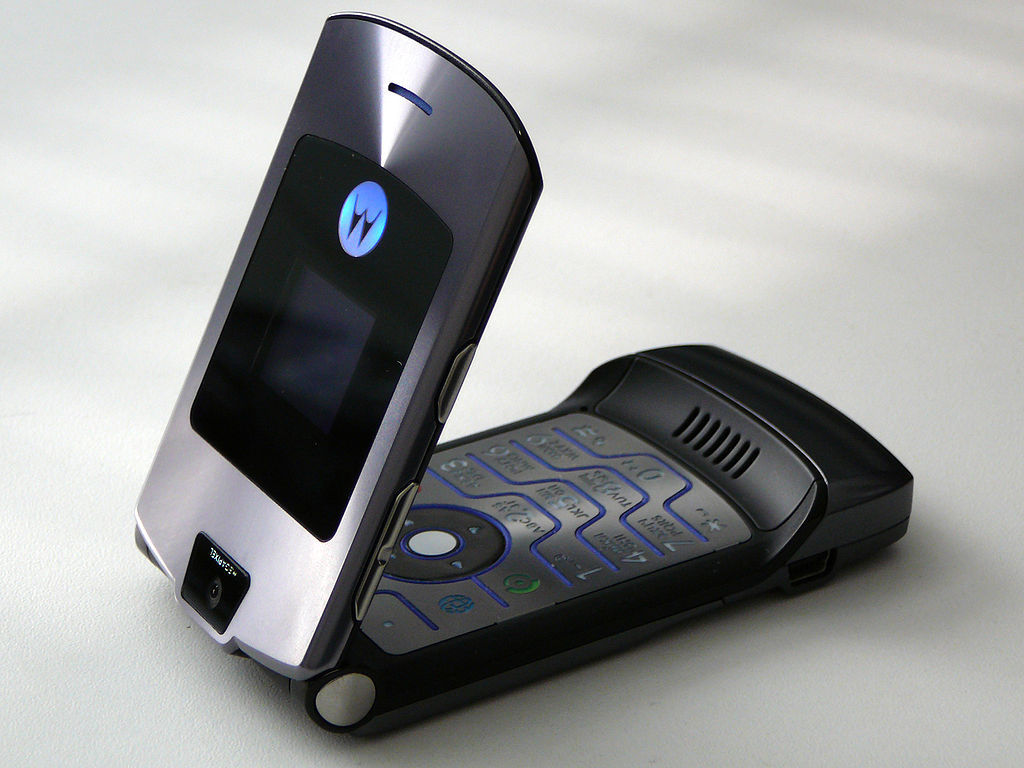 Motorola Flip Phones Razr Robber Hands Back Flip...