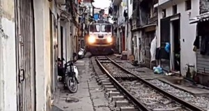 train-street-Hanoi-550x293