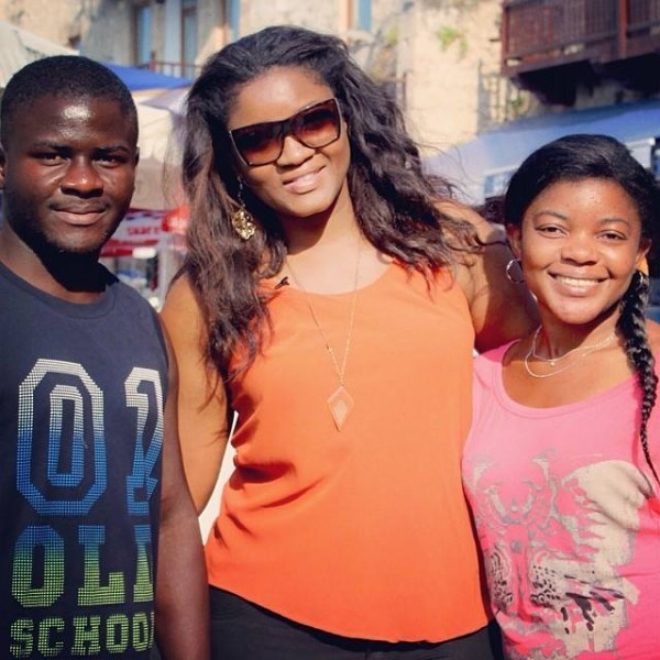 omotola_with_fans_in_cyprus