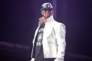 R-KELLY-BONNAROO-2013-SAT-MARK-C-AUSTIN-SM-3633-600x400