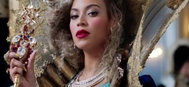 Beyonce shares unclad pregnancy photos with fully clothed Jay Z