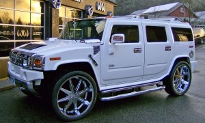 hu 300x180 Guess Which Female Celebrity Is Cruising Round In A Hummer 2