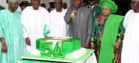Jonathan Urges Nigerians To Vote Out Unproductive Leaders