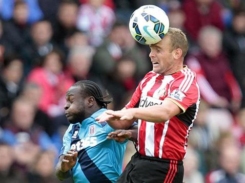 Victor Moses Jumps For an Aerial Ball With Sunderland's Lee Cattermole at the Stadium of Light. Image: Stoke City via Getty.