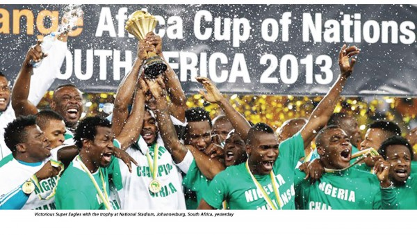 Victorious-Super-Eagles-with-the-trophy-at-National-Stadium-Johannesburg-South-Africa-yesterday