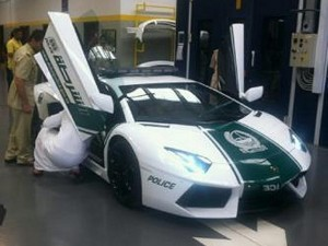 dubai policeLamborghini-Aventador-Dubai-Police-car