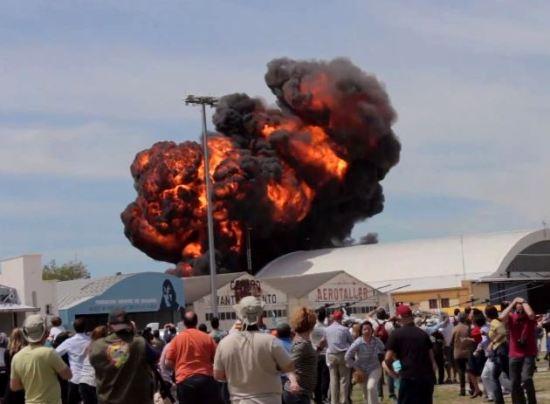 vintage_jet_fighter_crashes_1