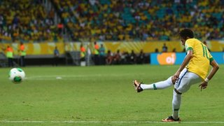 Neymar Scores From a Dead Ball.