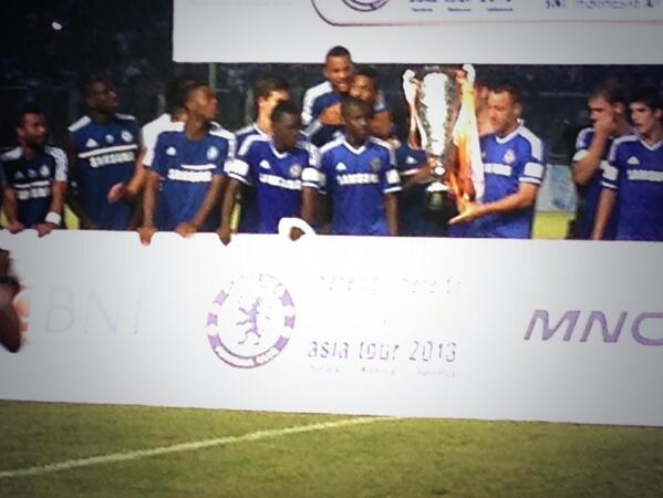 Chelsea Players Celebrate With the Asia Tour Trophy.