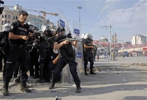 turkish-riot-police-clash-protesters-taksim-square-1370943185-authintmail