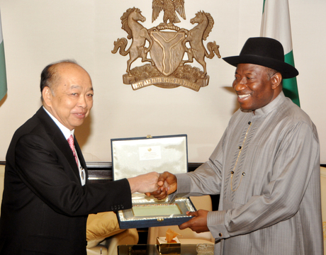 PECIAL ENVOY FROM THAILAND, DR SURAPONG TOVICHAKCHIKU (L) PRESENTING A SOURVENIR TO PRESIDENT GOODLUCK JONATHAN DURING HIS VISIT IN ABUJA ON MONDAY
