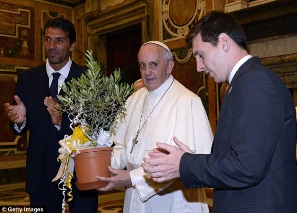 Lionel Messi and Azurri Skipper Giggi Buffon at the Vatican.
