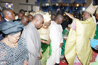 L-R: DAME PATIENCE JONATHAN, PRESIDENT GOODLUCK JONATHAN, CHIEF TONY ANENIH, AND HIS WIFE CHIEF (MRS) JOSEPHINE ANENIH BOW FOR PRAYERS IN FRONT OF CATHOLIC BISHOP OF KAFANCHAN DIOCESE, JOSEPH BAGOBIRI