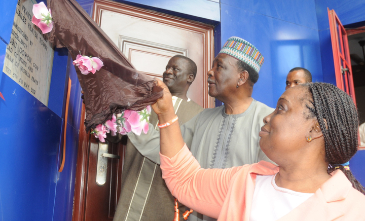 FORMER HEAD OF STATE, GEN. YAKUBU GOWON FLANKED BY REV. & MRS. MOSES ARANSIOLA AT THE INAUGURATION OF THE GETHSEMANE PRAYER MINISTRY IN IBADAN ON MONDAY