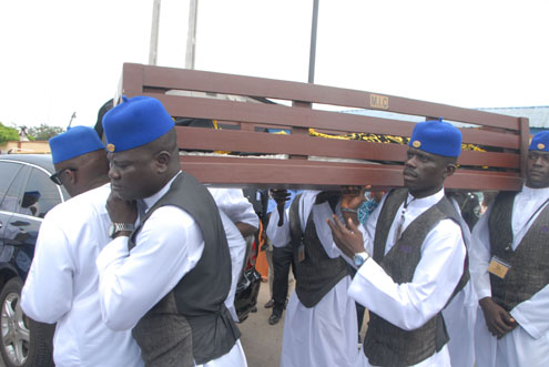 the-remains-of-pa-fashola-arriving-at-his-surulere-home-lagos-this-morning-for-the-lying-in-state_2_ (1)