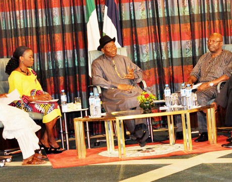 PRESIDENT GOODLUCK JONATHAN (3RD-L) ANSWERING QUESTIONS FROM A PANEL OF JOURNALISTS DURING THE PRESIDENTIAL MADIA CHAT IN ABUJA ON SUNDAY (NAN).