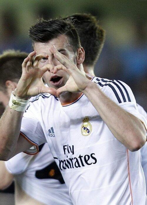 Gareth Bale Scores on Real Madrid Debut.