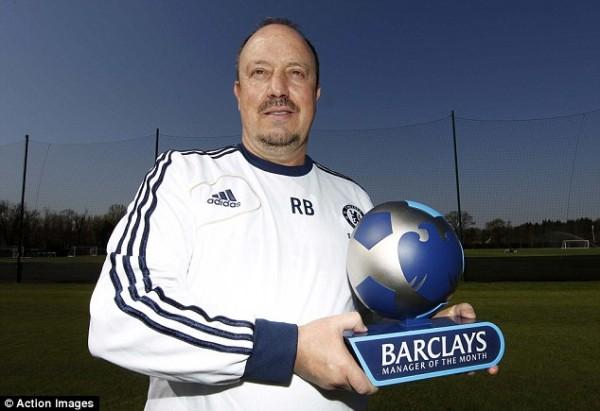 Benitez and His MOM Award During His Short Spell at Stamford Bridge.