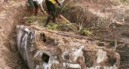 A CAR BEING DUG OUT OF A RIVERSIDE IN OBI LOCAL GOVERNMENT AREA OF NASARAWA STATE LAST WEEKEND. THE DRIVER OF THE CAR AND TWO OCCUPANTS —MANAGING DIRECTOR OF POLICE MICROFINANCE BANK ALHAJI HASSAN GIDADO AND THE MANAGER OF THE BANK'S BRANCH IN ABUJA, MR. TUNDE BANWO — WERE KILLED BY PEOPLE SUSPECTED TO BE MEMBERS OF THE OMBATSE GROUP AND BURIED WITH THEIR CAR. (THE NATION)
