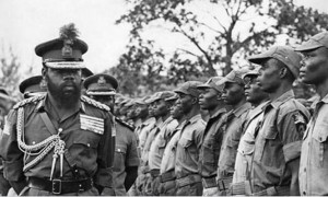 Ojukwu inspects Biafran troops
