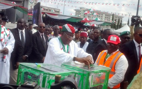gej-casting-his-vote-at-the-pdp-special-convention-478x300