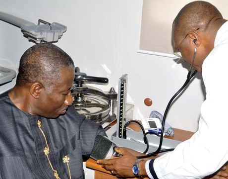 PRESIDENT GOODLUCK JONATHAN UNDERGOING A REGULAR MEDICAL CHECK-UP DURING THE LAUNCH OF AWARENESS CAMPAIGN FOR REGULAR MEDICAL CHECK-UP IN ABUJA ON WEDNESDAY