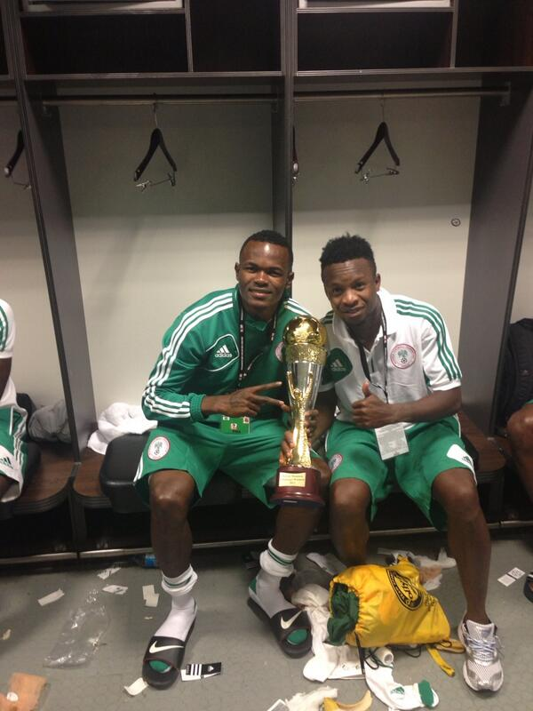 (© Twitter @OnaziOgenyi) Serie A Ties: Ogenyi Onazi and Obinna Nsofor of Lokomotiv Moscow Shows Off The Nelson Mandella Challenge Gong.