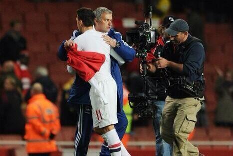 Jose Mourinho Takes the Shirt of His Former Player Ozil, After League Cup Victory Over Gunners on Tuesday.