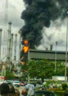 THE RAGING FIRE AT THE WARRI REFINERY ON TUESDAY (PHOTO CREDIT: LINDA IKEJI'S BLOG)