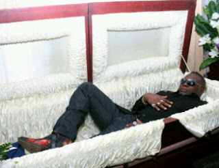 charly_boy_posing_dead_in_a_coffin