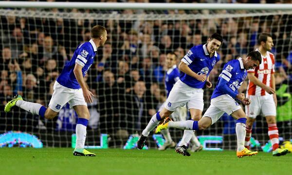 Everton Celebrates Deulofeu's Opener Against Stokes.