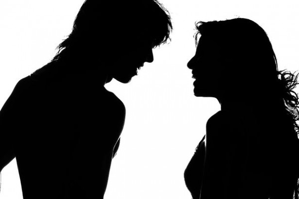 Silhouette-of-couple-2785805