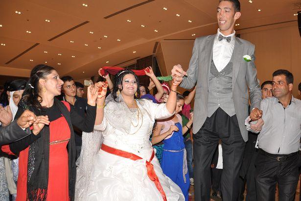 worlds-tallest-man-wedding-