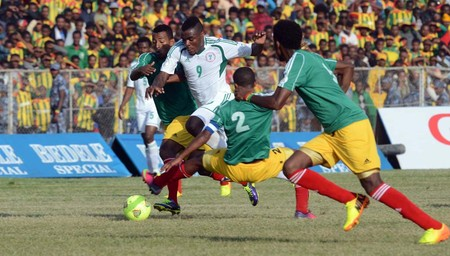 Emmanuel Emenike of Nigeria dribbles past Ethiopia players during the 2014 World Cup qualifier match between Ethiopia and Nigeria at the Olympic Stadium, Ethiopia  ©Sydney Mahlangu