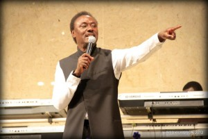 Pastor-Chris-Okotie-preaches