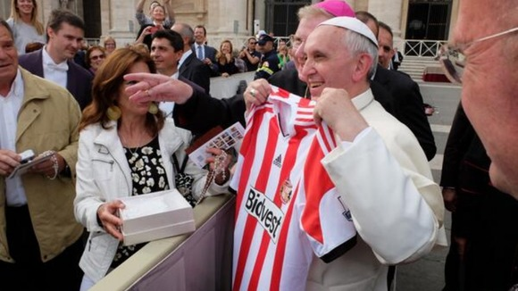 Pope Francis Hoists Sunderland Jersey for All to See.