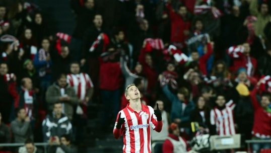 Iker Muniain Celebrates After Stunning the La Liga Leaders.