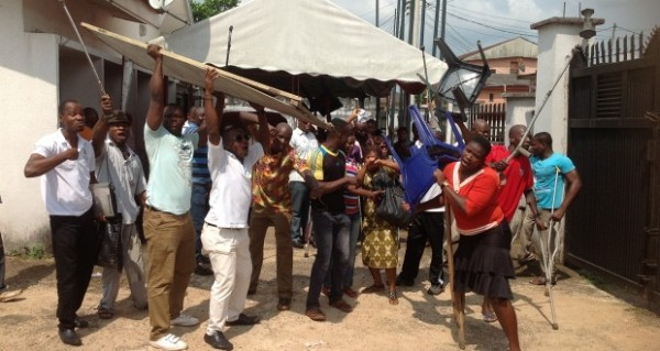 physically_challenged_people_demonstrating_in_umuahia_