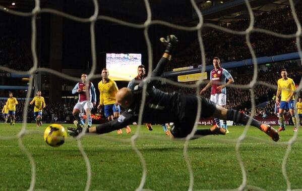 Wilshere, Slides Home Arsenal's Opener From inside The Area from a Mesut Ozil's Assist.