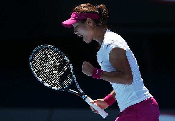 Li Na Beats teenager Bouchard to Reach Aussie Open Final.