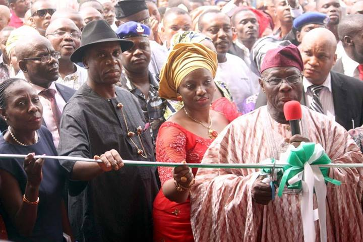 L-R: RIVERS STATE COMMISSIONER FOR EDUCATION MS.ALICE NEMI; RIVERS STATE GOVERNOR CHIBUIKE AMAECHI; HIS WIFE, DAME JUDITH AMAECHI AND FORMER HEAD OF STATE OLUSEGUN OBASANJO AT THE COMMISSIONING OF AMBASSADOR NNE KURUBO MODEL SECONDARY SCHOOL IN EBUBU ELEME LOCAL GOVERNMENT, RIVERS STATE. PHOTO: VANGUARD