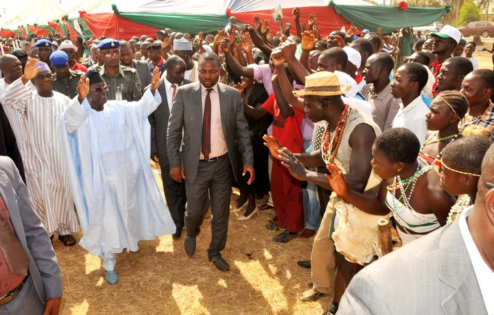 GOV. JONAH JANG (2ND LEFT) OF PLATEAU WITH THE DEPUTY, IGNATIUS LONGJAN, AT THE   PDP LOCAL GOVERNMENT CAMPAIGN IN JOS ON THURSDAY (21/2/14).
