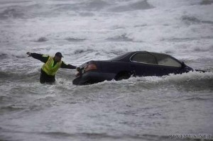 driver-drove-her-car-into-the-ocean-2