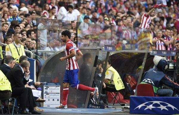 Diego Costa Heads Straight Into the Tunnel After Injuring Himself Within Eight Minutes of Kickoff.
