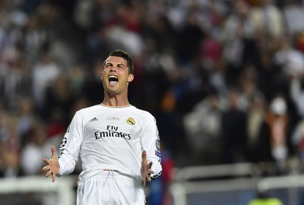 Ronaldo's Infuriated After Failing to Get a Penalty for What Appeared a Hand Ball.